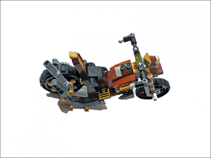 LEGO MOC - Мини-конкурс 'Lego Technic Motorcycles' - SteamBike 'AnSign': Компоновка байка схожа с современными моделями. Основной паровой котел находится на привычном месте бензобака.